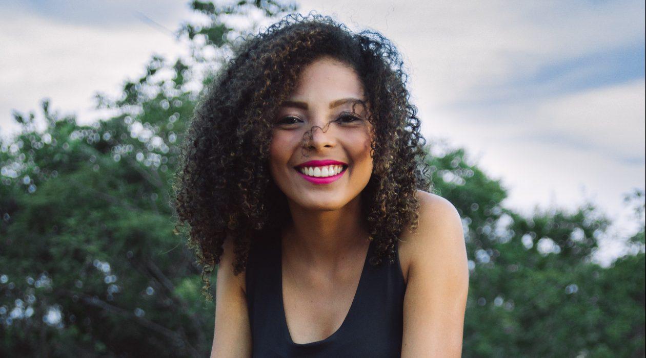 beautiful-brazilian-woman-casual-949380-e1560856239973